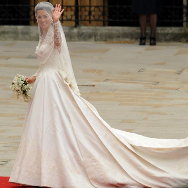 8 facts about Kate Middleton\'s wedding dress